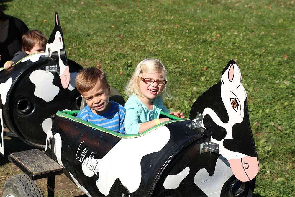 2 kids in cow train car