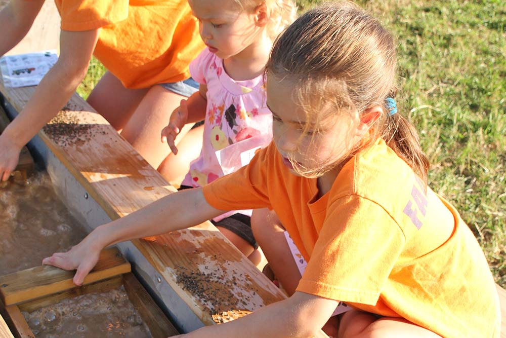 kids sifting to looking for gems